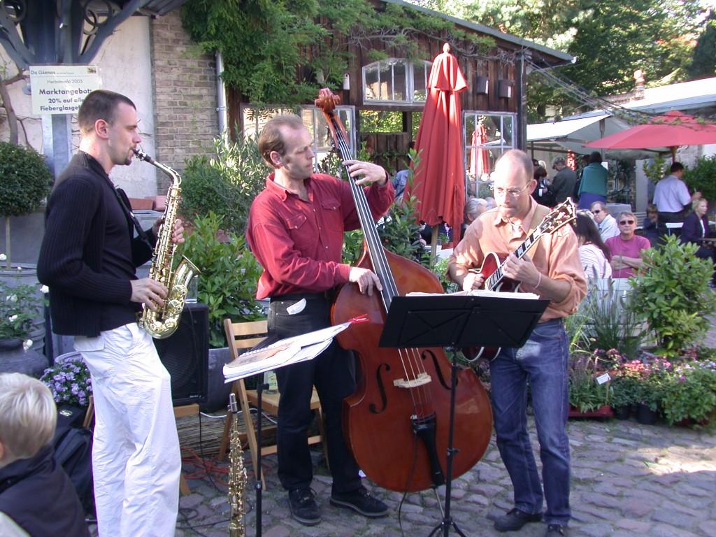 Live-Band beim Frühjahrsmarkt